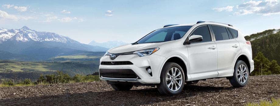 2018 Toyota RAV4 white exterior